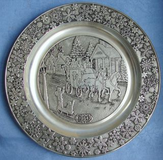 1984 WILTON ARMETALE 11 CHRISTMAS PLATE WALL HANGING ~ COLLECTIBLE!