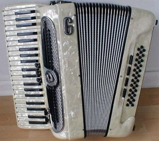 , Model BassettiS.2, FreeBass Accordion/Acco​rdian, MINT Condition