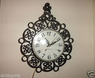 VINTAGE GENERAL ELECTRIC WALL MOUNTED CLOCK (GREAT WORKING CONDITION)