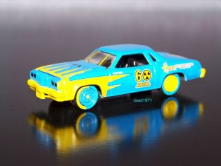 1976 OLDSMOBILE CUTLASS DEMOLITION DERBY CAR MINT 1/64 DIECAST