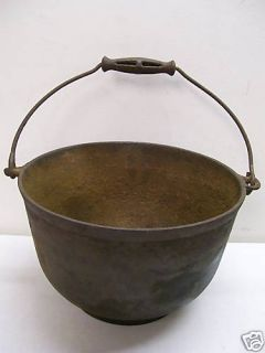 ANTIQUE #8 CAST IRON KETTLE CAULDRON POT RARE HANDLE