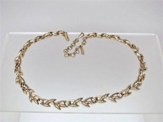 Elegant Vtg Monet Leaf Vine Link Gold Tone Necklace