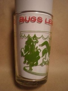 Looney Tunes BUGS LEADS A MERRY CHASE Juice Glass Warner Bros. 1974