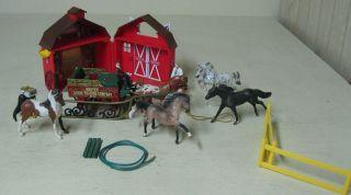COLLECTIBLE LOT BREYER HORSES, BARN, BREYER HORSE TRADING SLED WAGON