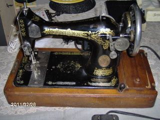 old singer sewing machines in Antiques