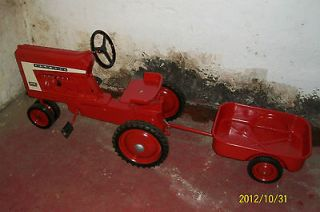 INTERNATIONAL MCCORMICK FARMALL PEDAL TRACTOR W/ TRAILER #806