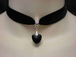BLACK VELVET CHOKER/NECKLAC​E BLACK GLASS HEART PENDANT