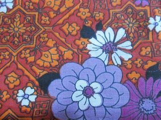 LOVELY CRISP COTTON FABRIC 1960S MOROCCAN TILE DAISY OVER ORANGE