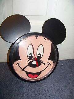 Mickey Mouse Wall Clock   Cute but Not Working