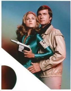 Buck Rogers Gil Gerard as Buck Rogers Erin Gray Deering Holding Gun 8
