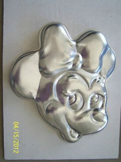 minnie mouse cake pan in Collectibles