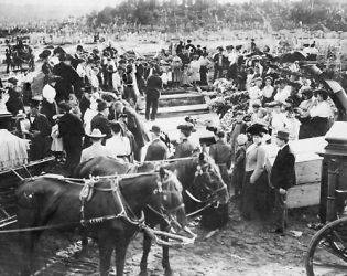 1908 photo Crowd and horse drawn hearses at mass burial in cemetery