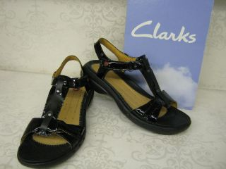 Clarks Unstructured Un Swish Black Patent Leather Casual T Bar Sandals