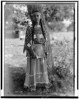 Sioux maiden,women,Dakoa Indians,clohing,dress,Naive Americans,E