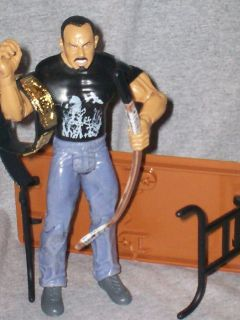 WWE Figures Ruthless Aggression CHAVO GUERRERO & Accessories Table