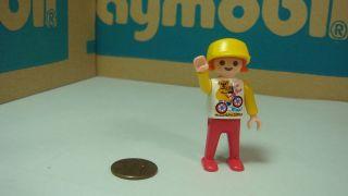 Playmobil city life / modern house little girl w/ koala shirt geobra