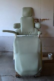Pelton and Crane dental patient chair / Coachman II / Light grey
