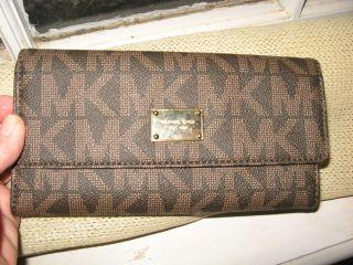 Michael Kors MK LOGO Jet Set womens checkbook wallet Brown NWT
