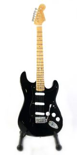 GUITAR DAVID DAVE GILMOUR FENDER THE BLACK STRAT RELIC *FREE STAND