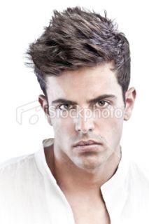 Coupe de cheveux court mannequin homme