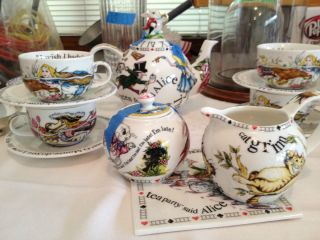 Alice in Wonderland Mad Hatter   14 Piece Porcelain Tea Set by Paul