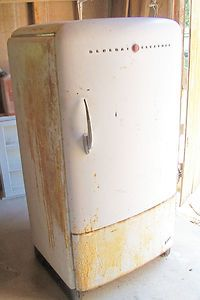 Vintage 1942 GE Deluxe Refrigerator Old Antique General Electric 1940s