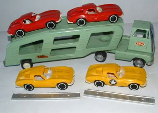 1960s Tonka Toy Car Hauler with Ramps and 4 Cars