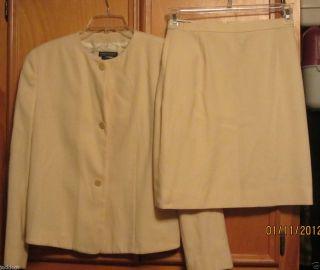 Womans Giorgio Armani Skirt Suit Size 44 10 Wool High Quality Blazer