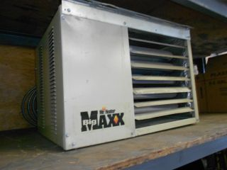 Mr Heater Big Maxx Natural Gas Garage Heater incl duct and roof vent