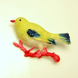 Vintage Carved Painted Figural Bird Brooch Pin Yellow Red Blue