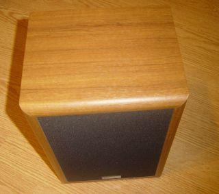 One Cambridge Soundworks Seventeen 17 Bookshelf Speaker Walnut Color