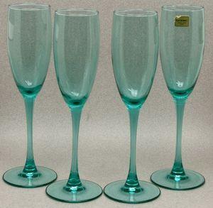 Verrerie DArques France Light Green Champagne Glasses Flutes