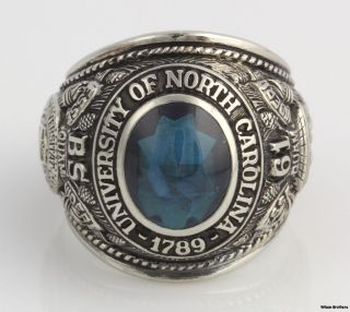 University of North Carolina Mens Class Ring   10k White Gold Syn Blue