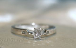 10k White Gold Ladies Diamond Cluster Ring with Star Design