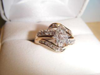 10K Gold 1 Ct T w Diamond Swirl Ring Size 9