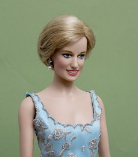 Princess Diana of Grand Franklin Mint Porcelain Portrait Doll Blue