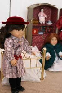 AMERICAN GIRL *REIRED* Samanha & Feliciy DOLLS, RUNK, BED, CLOHES