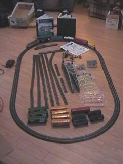 BACHMANN HO SCALE E Z TRACK TRAIN SET, WORKS, ADDITIONAL CARS, TRACK