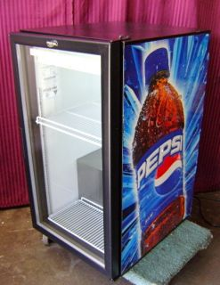 Top Glass 1 Door Beverage Merchandiser Drink Cooler Fogel CC7 BEV P RH