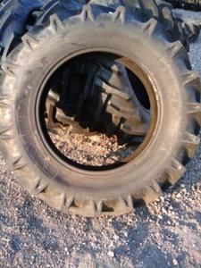 28 Ford 8 Ply Akuret R 1 Bar Lug Farm Tractor Tires with Tubes