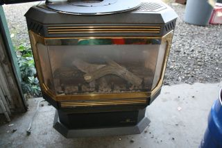 BRECKWELL NATURAL GAS / PROPANE HEATING STOVE W/PIPE & COLLAR