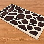 Brown Giraffe design on a Cream ground, this thick carpet accent rug