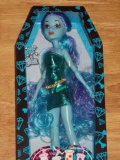 New Midnight Magic Doll Mila High School Day Night Blue Monster Super
