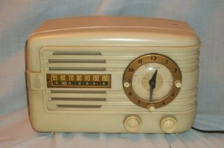 Vintage White Emerson Clock Radio model 671 series b from 1950