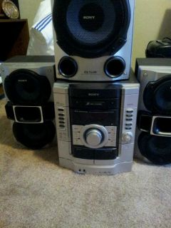 Nice Sony Home Stereo w Subwoofer