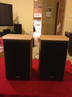 Infinity Reference One Series Bookshelf Speakers Nice
