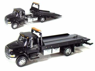 International Durastar 4400 Flatbed Tow Truck JADA 1 24 Scale Black