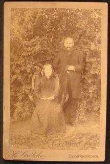Woman Man Couple Outside Garden Ivy Groteke Bodenwerder Germany