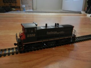 Southern Pacific SW 1500 2552 Custom Weathered HO Scale