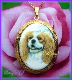 Pretty Porcelain CAVALIER KING CHARLES SPANIEL DOG CAMEO Locket